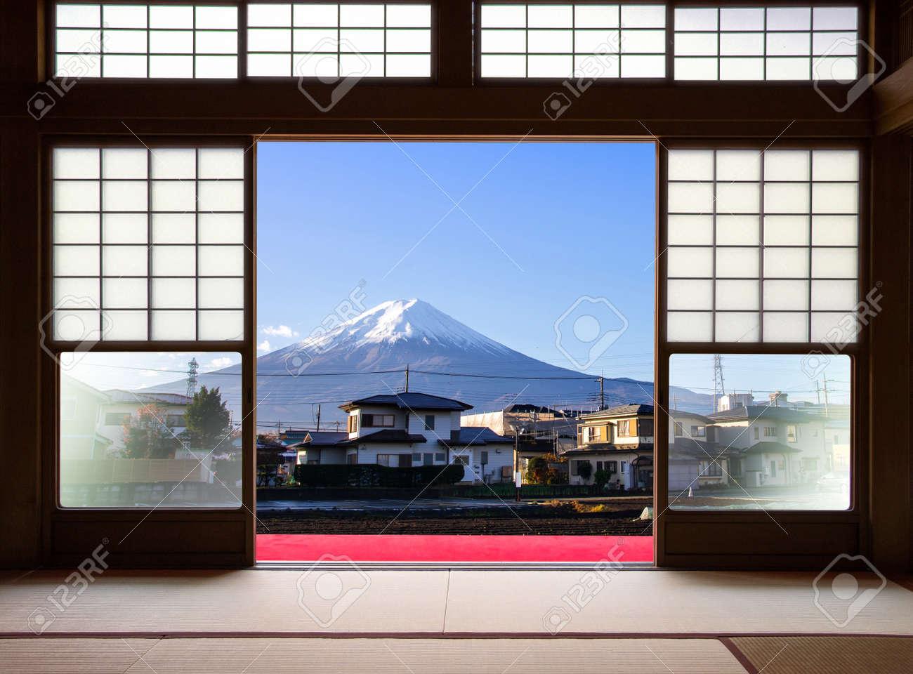 Tradicional Casa De Interior Japones Y Puertas Correderas De Papel Y - Puertas-japonesas-deslizantes