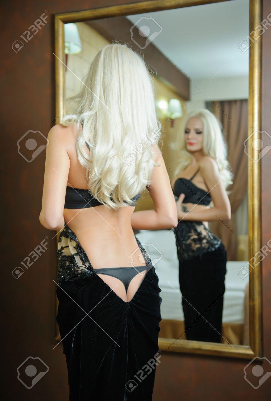 In a Blonde hotelroom