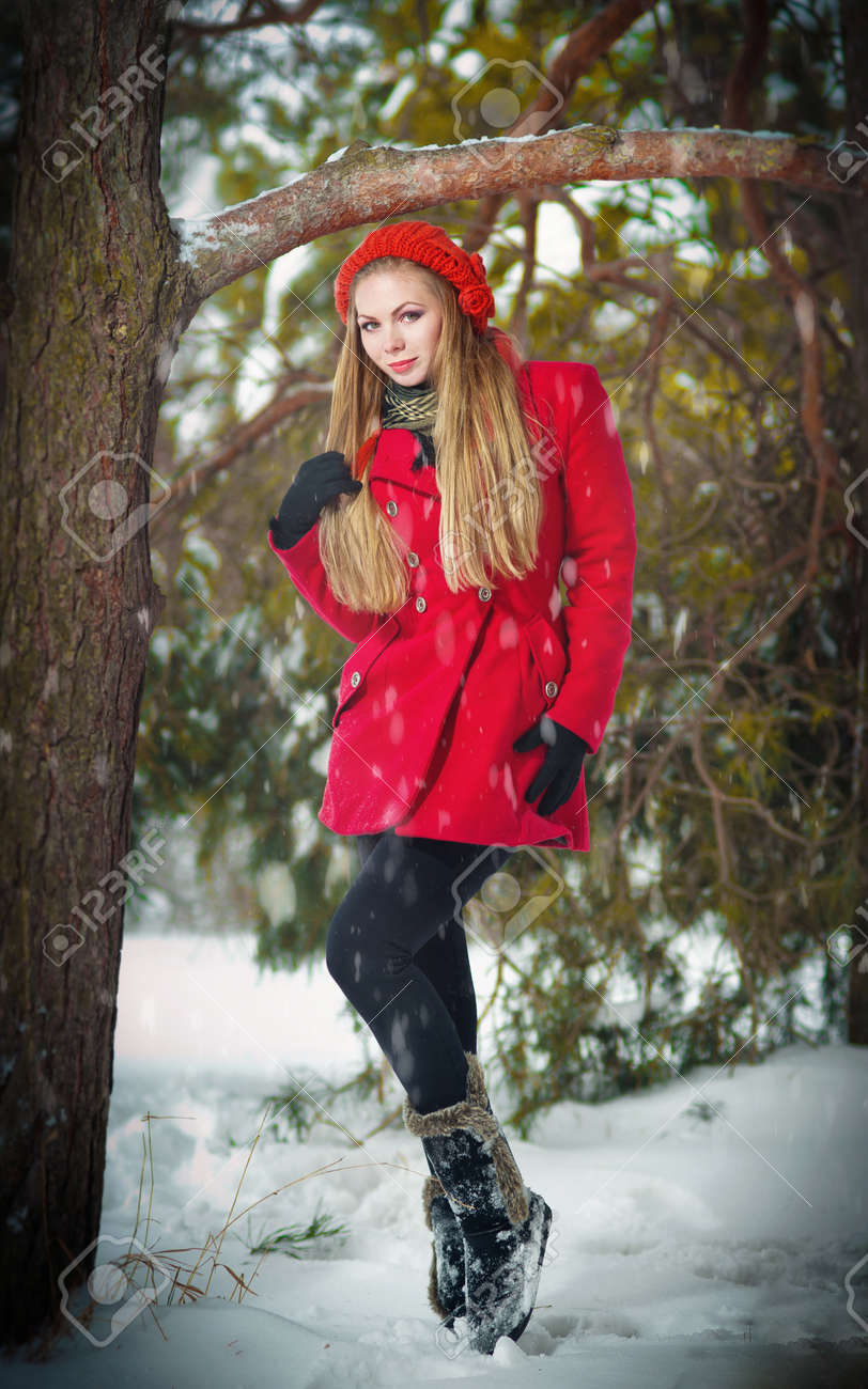 f2df0cea5 Attractive Blonde Girl With Gloves