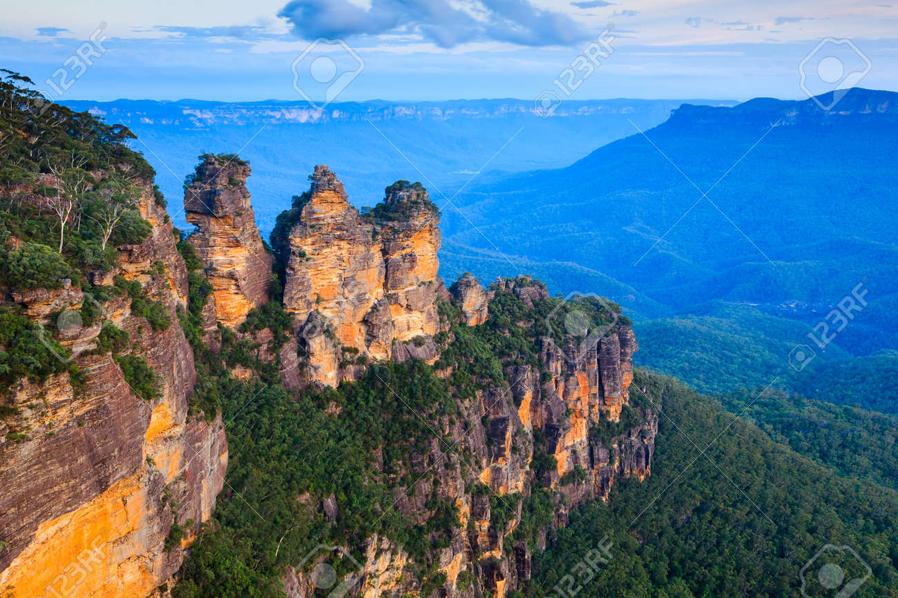 The Three Sisters From Echo Point, Blue Mountains National Park, NSW, Australia Stock Photo - 27233357