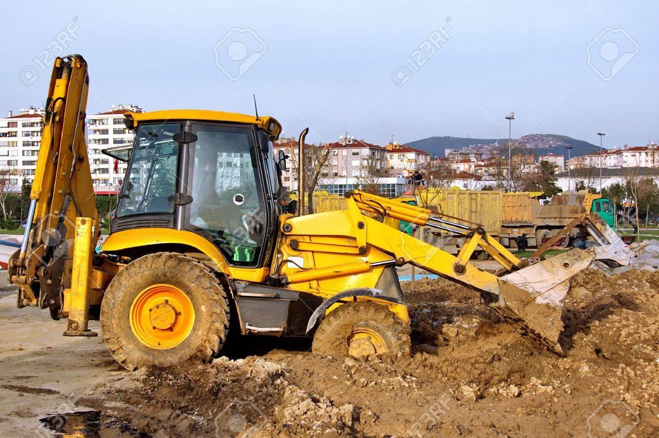 Construction Heavy Equipment - working in mud Stock Photo - 4672251