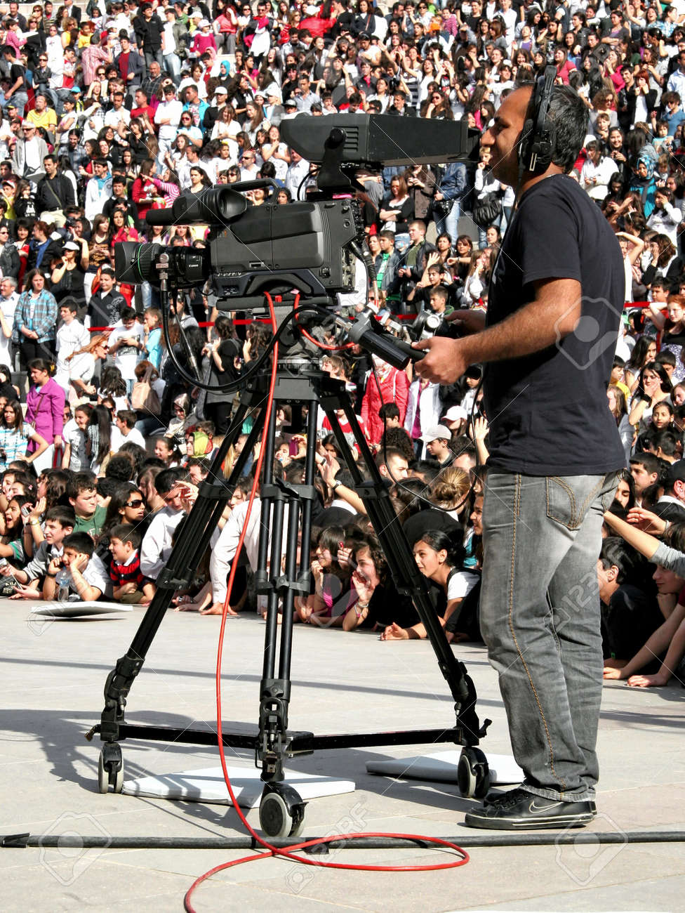 Istanbul - April 25, 2010: Camera on record during folk show on Children's Day at Maltepe Stock Photo - 7076914