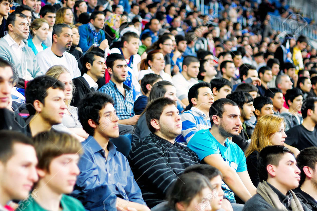 ISTANBUL - JANUARY 20: Efes Pilsen supporters support their team during THY Euroleage Top 16 Championship, Efes Pilsen vs Montepaschi Siena January 20, 2011 in Istanbul, Turkey Stock Photo - 9158302