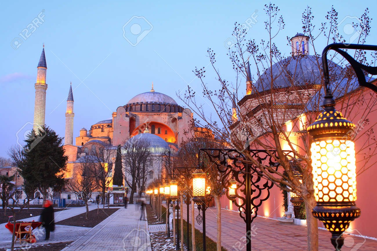 Istanbul, Hagia Sophia in night Stock Photo - 12425114
