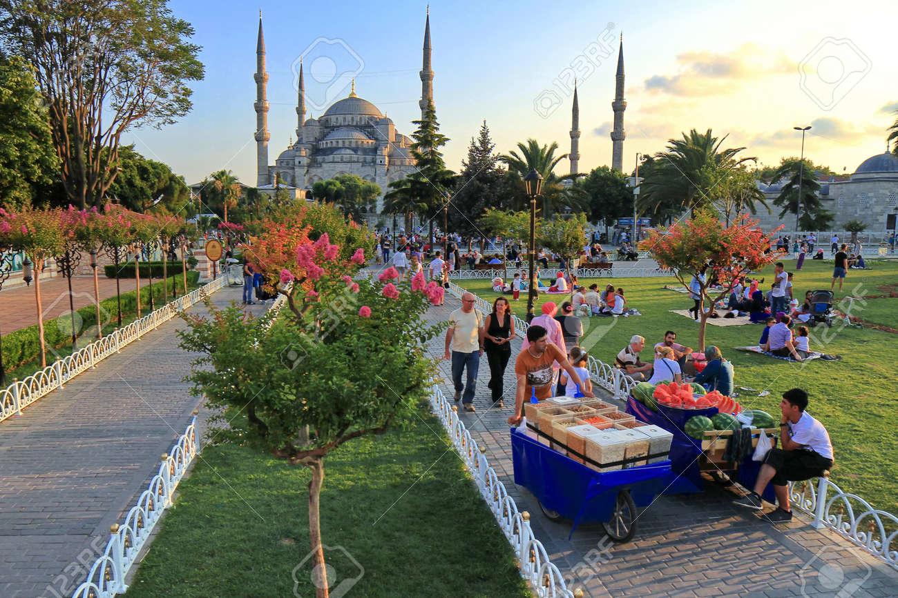 Mesjid Sultan Ahmed atau Blue Mosque Istanbul