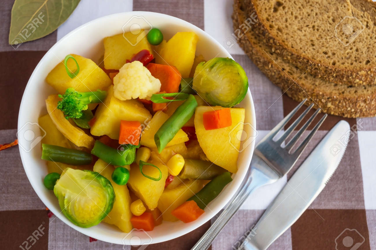 Guiso De Verduras Patatas Espárragos Zanahorias Coles De