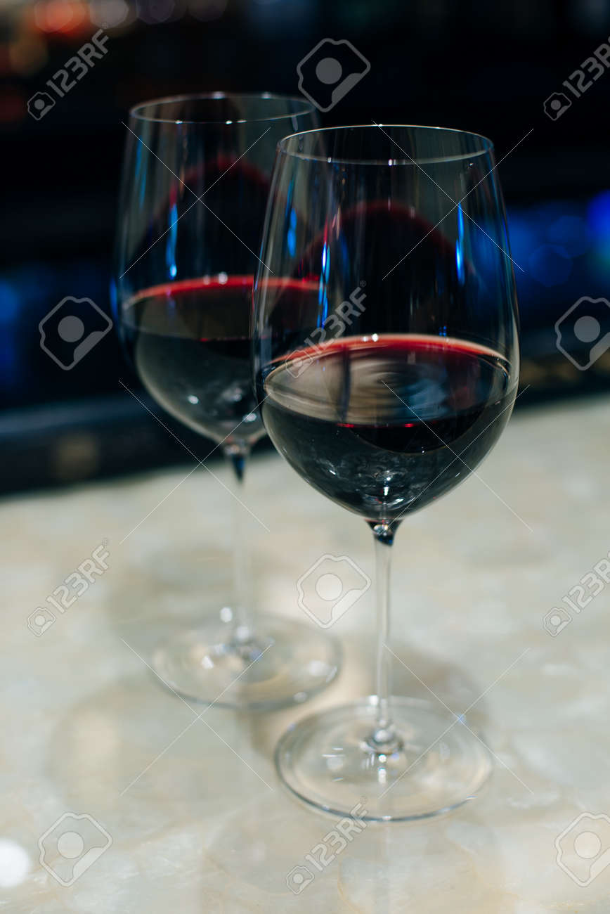 glasses with red wine on bar counter in restaurante. - 169532639