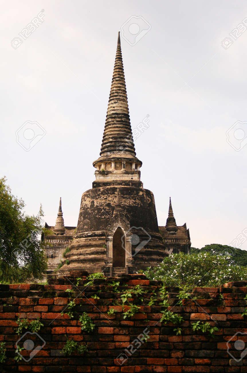 An ancient pagoda in the Ayuthaya historical park, Thailand Stock Photo - 15627256