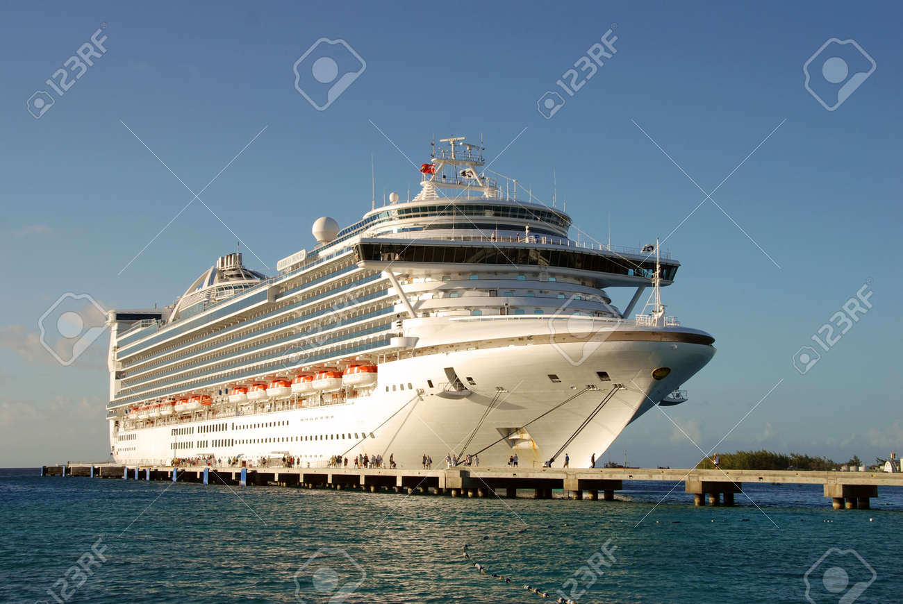 Exotic cruise vacation Stock Photo - 2269702