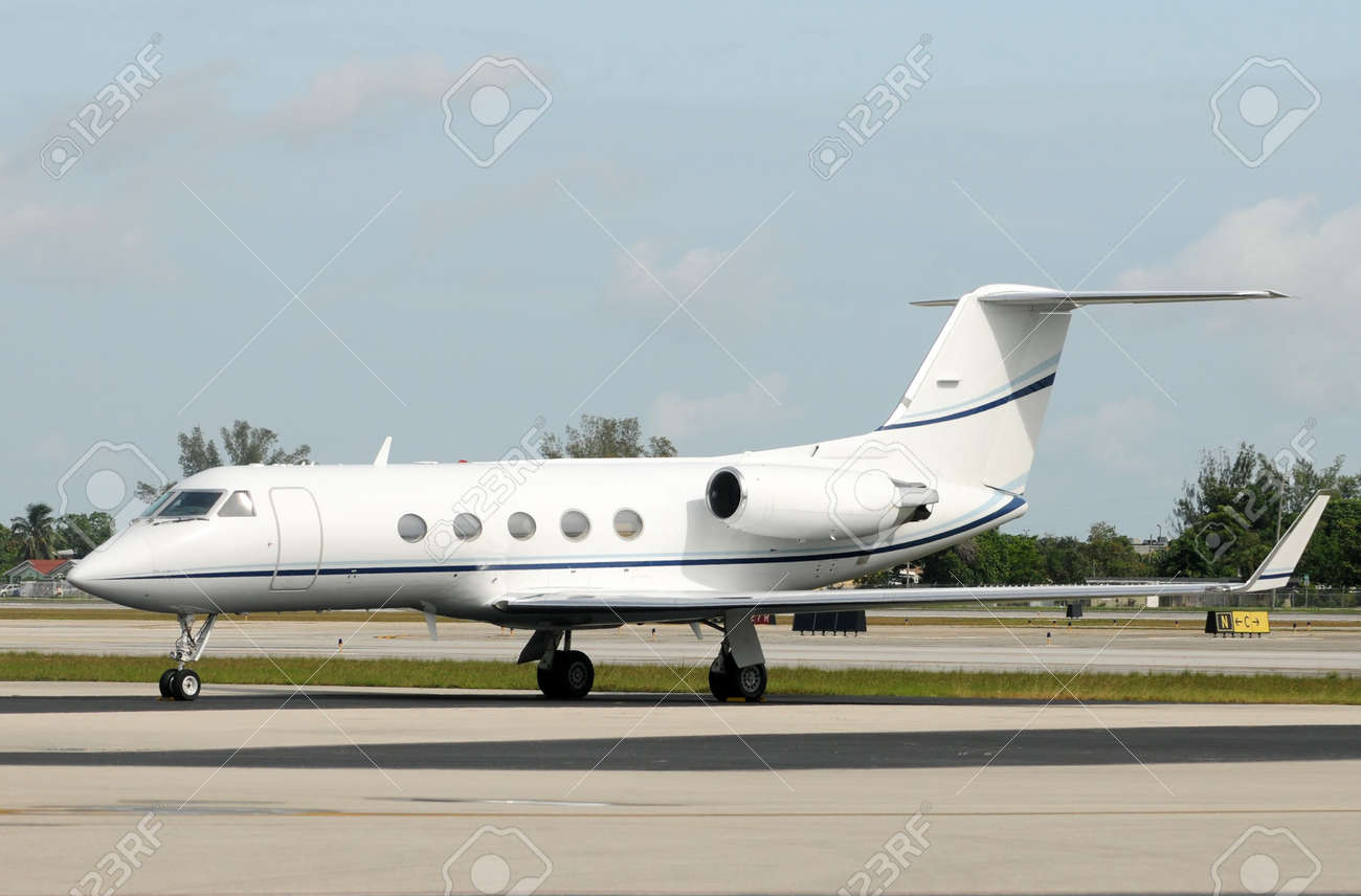 Luxury private jet for charter service Stock Photo - 5167085