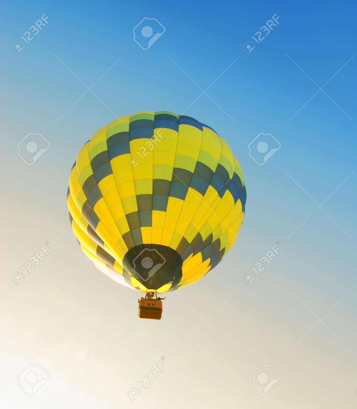 Colorful hot air balloon floating in early morning Stock Photo - 7975650