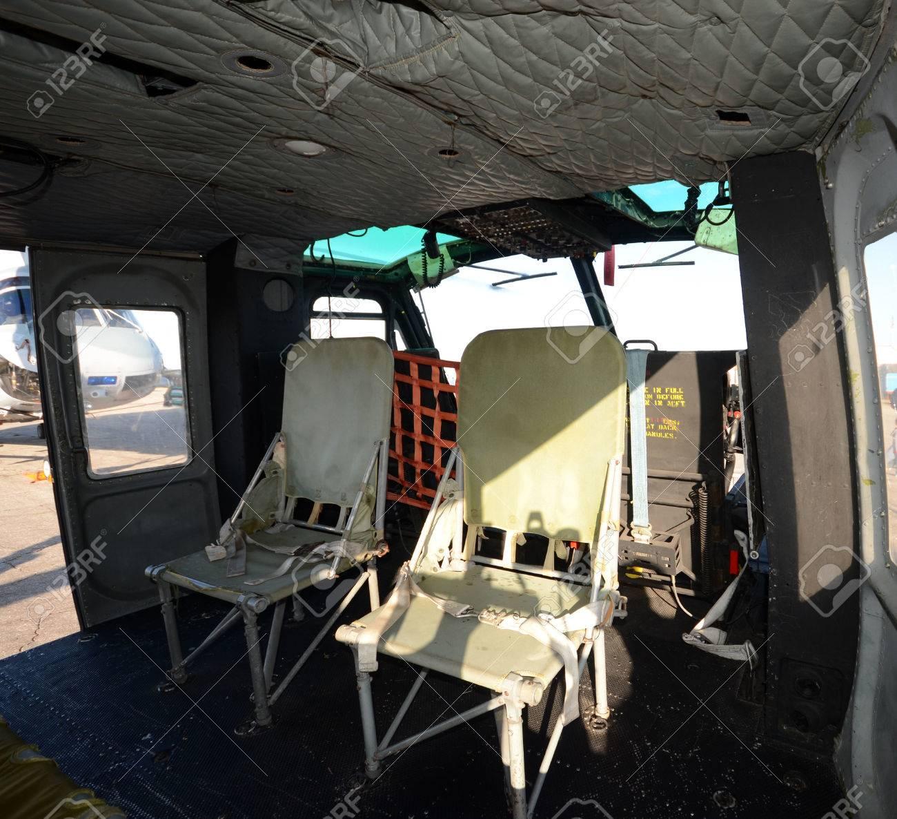 Intérieur De L\'hélicoptère Vieux De La Guerre Du Vietnam Banque D ...