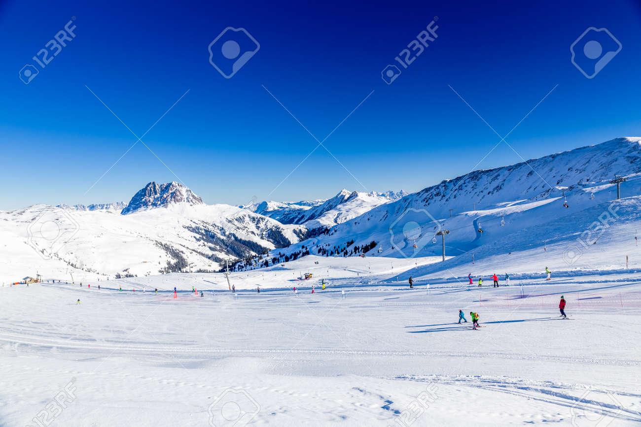 オーストリアの冬、ノイキルヒェンでキッツビューエル、Wildkogel 近く ...