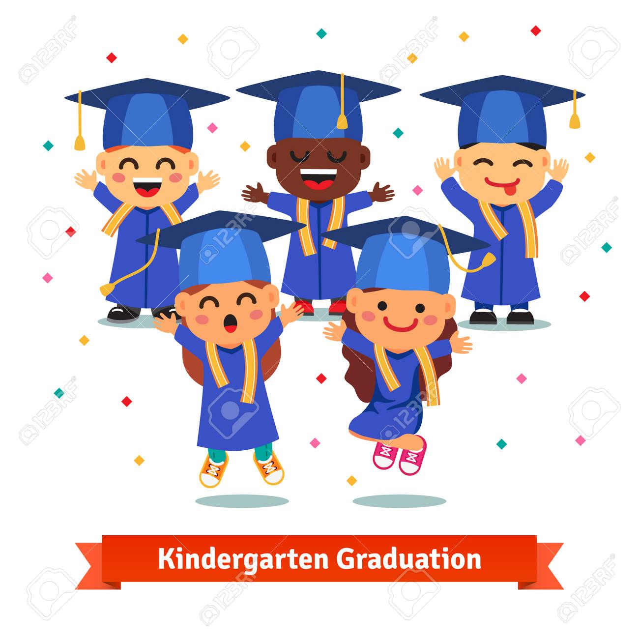 282a09c4f Fiesta de graduación de Kindergarten. Niños en juntas de mortero y los  vestidos que saltan