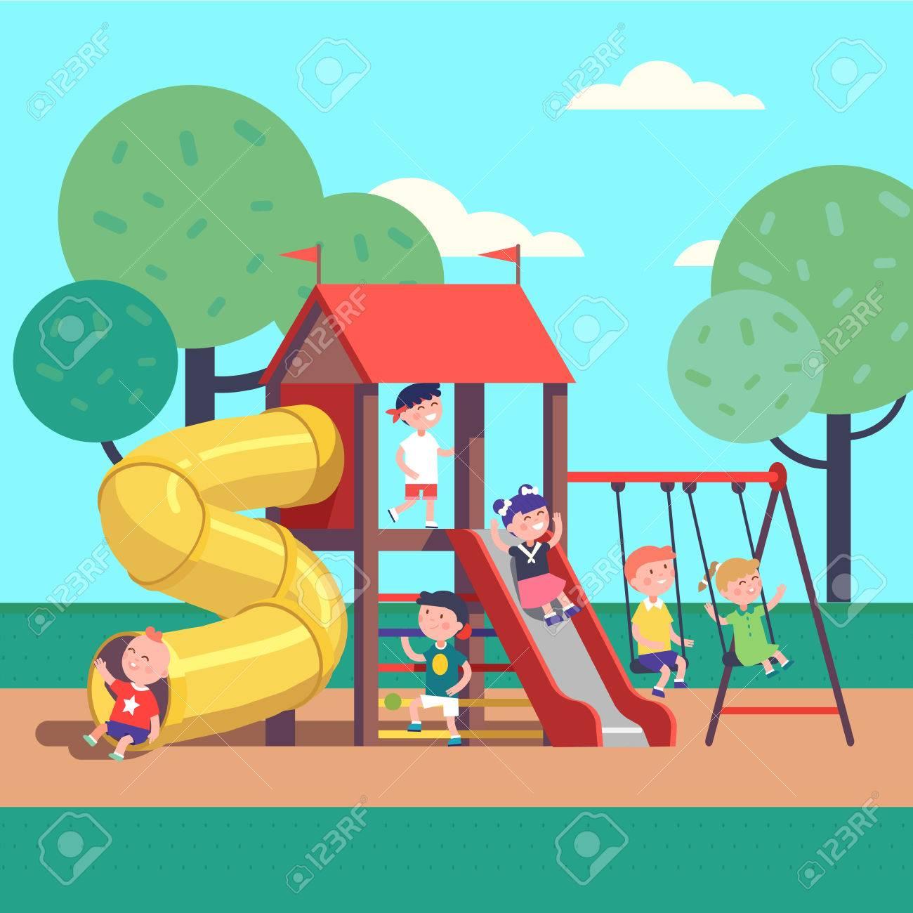 19225d6c6 Grupo De Niños Que Juegan Al Juego En Un Parque Público De La Ciudad Parque  Infantil Con Columpios, Toboganes, Tubos Y Casa. Infancia Feliz.