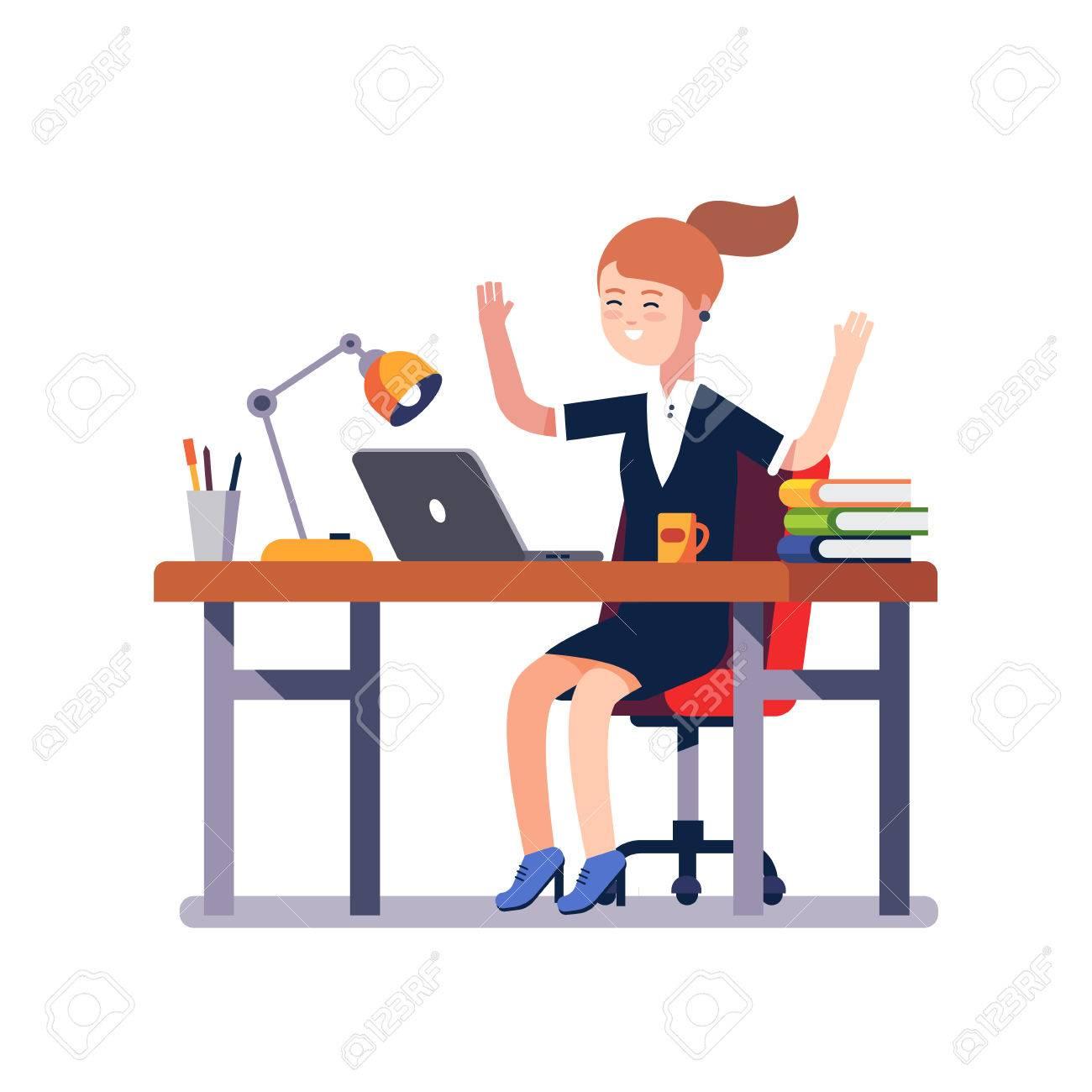 Schreibtisch clipart  Geschäftsfrau Mit Einem Laptop Auf Dem Schreibtisch Sitzen Hebt ...