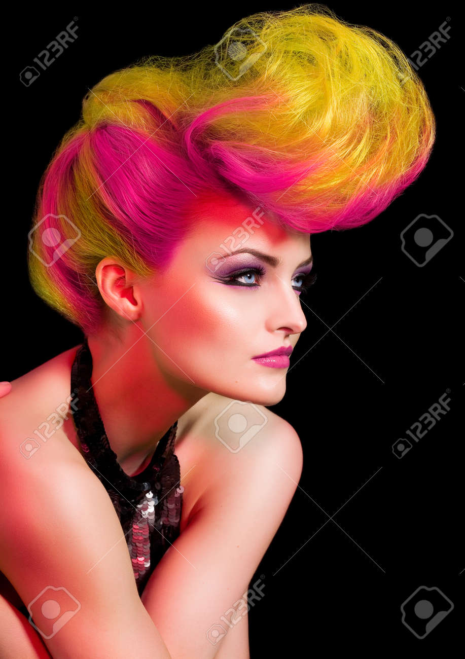 Fashion model with large hairstyle. - 38234129