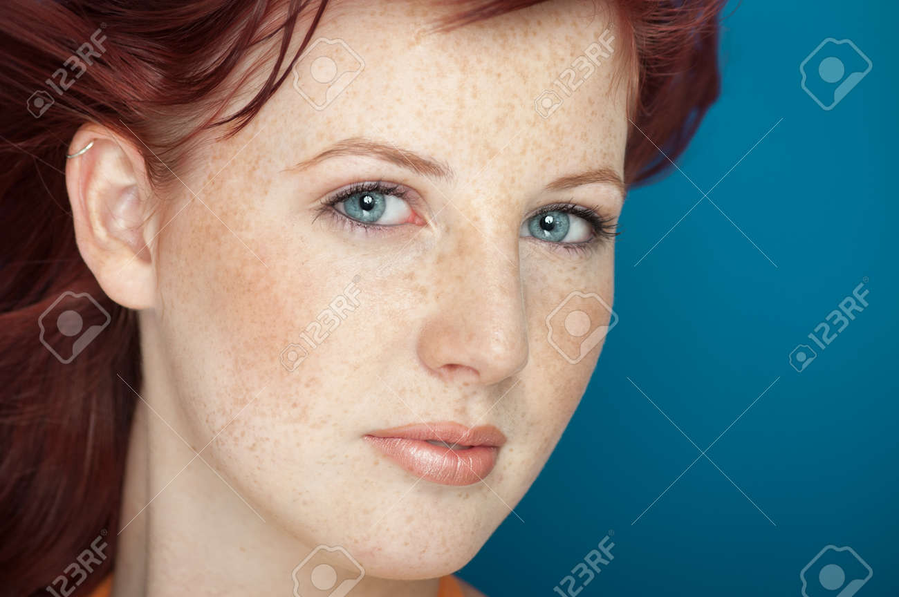 Rote haare blaue augen sommersprossen