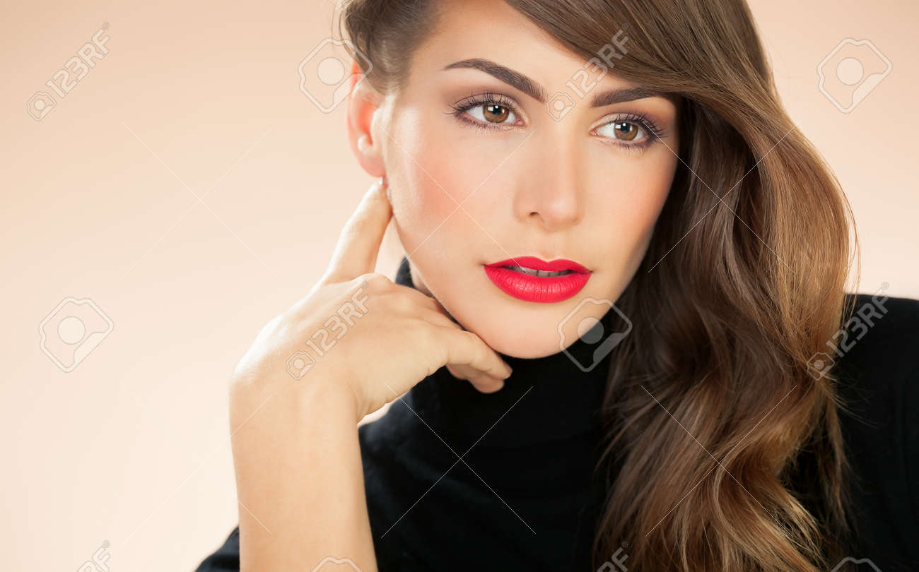 Beautiful American modern woman with red lipstick and black turtleneck pullover. - 52899738