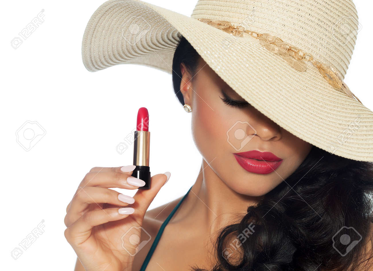 Beautiful woman in summer hat posing with red lipstick. - 59005867