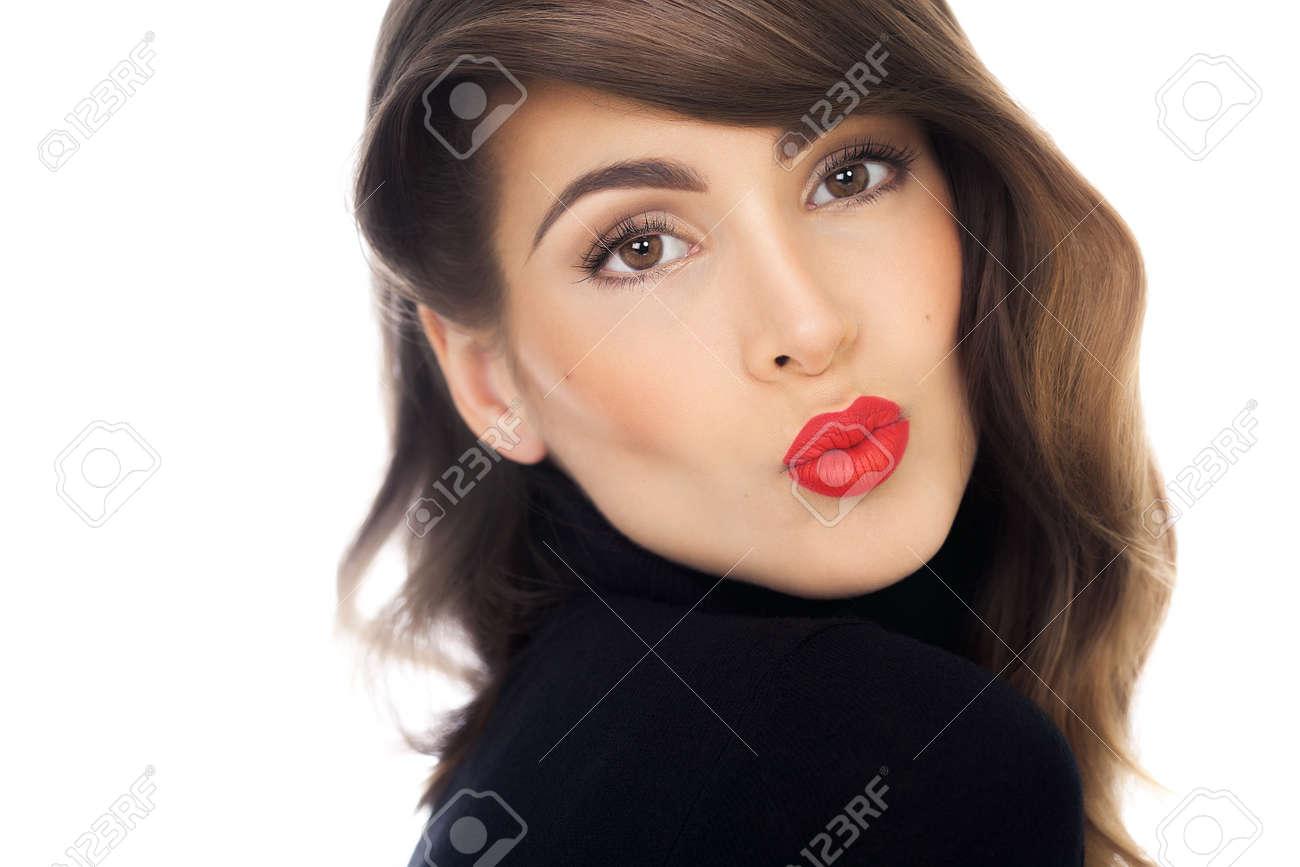 Lèvres Longs Rouge Femme Au Cheveux Belle Européenne À Brune Et Aux l5TFuK1J3c