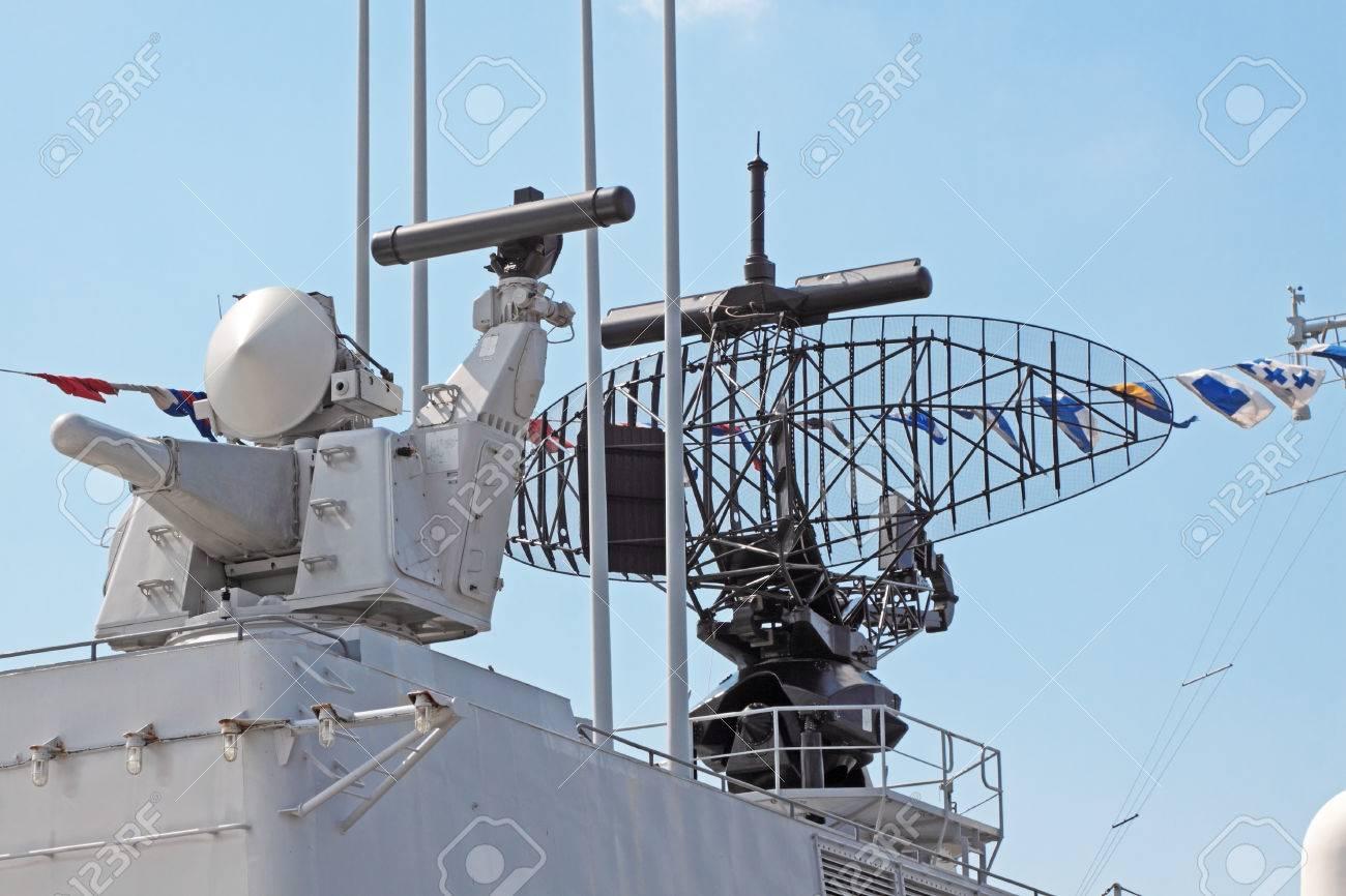 Cosas varias [No lotería] 29559661-antena-del-radar-en-la-cubierta-de-un-buque-de-guerra-moderna-Foto-de-archivo
