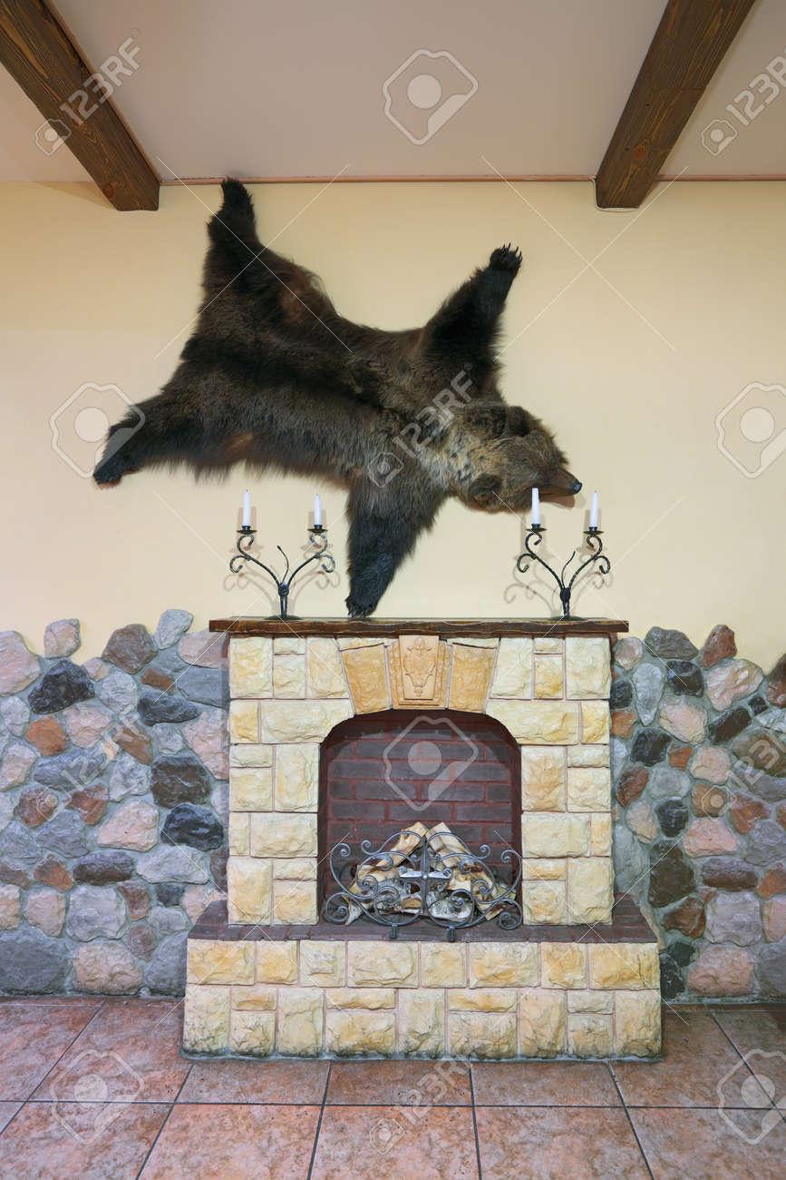 Bärenfell kamin