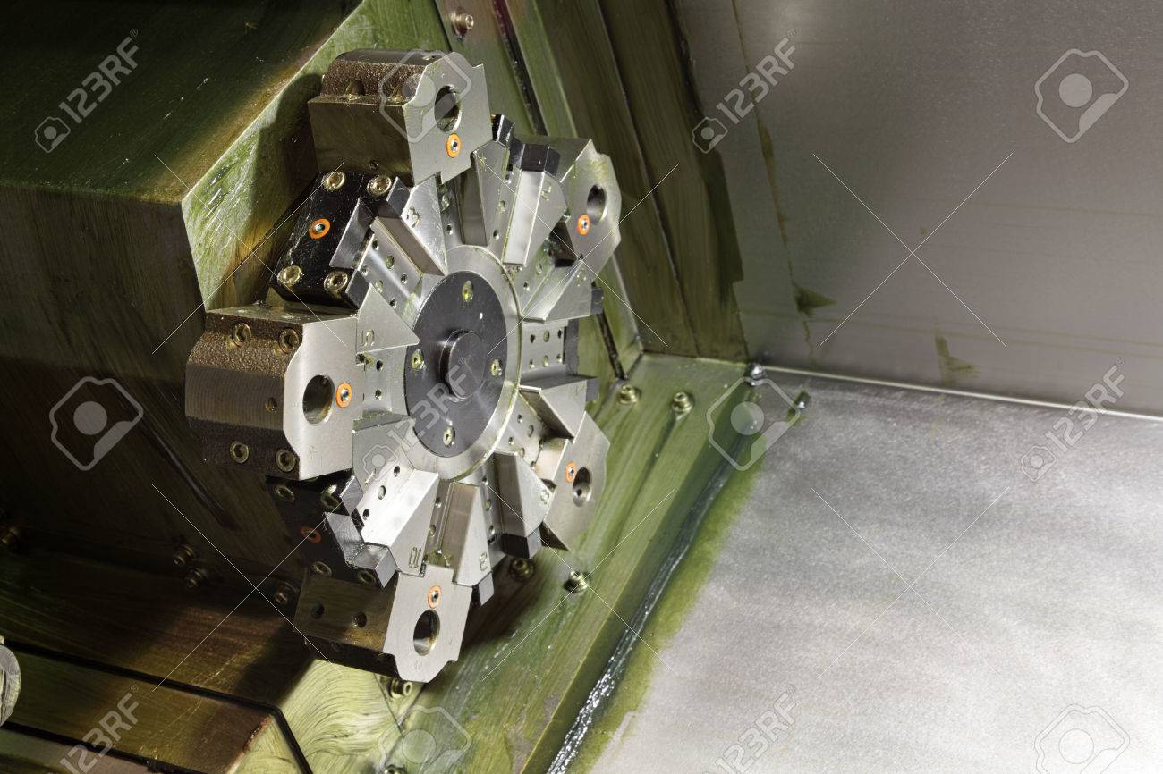 Revolver turret head of the machine tool with CNC