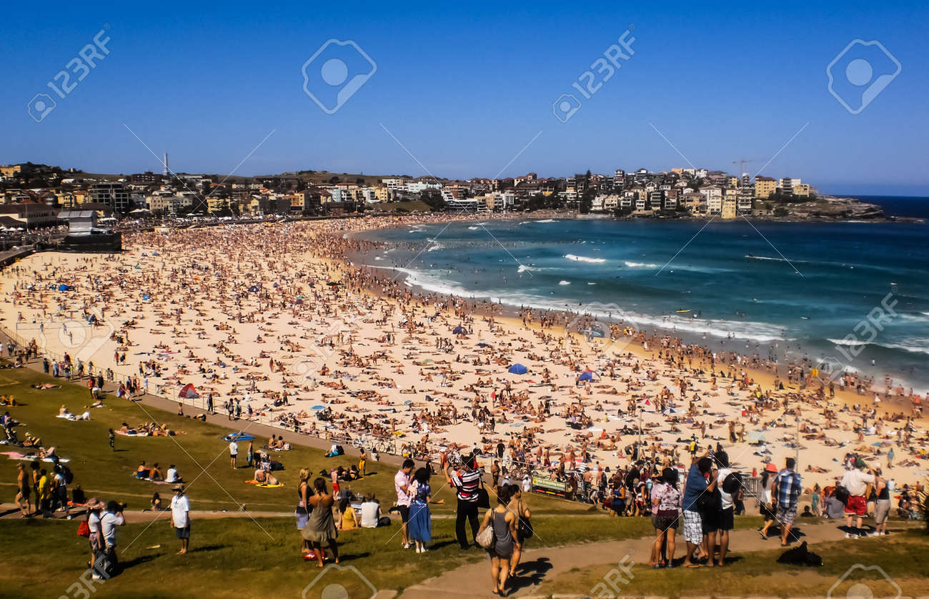 SYDNEY JANUARY 1 People Relaxing On The Beach To Celebrate New Year