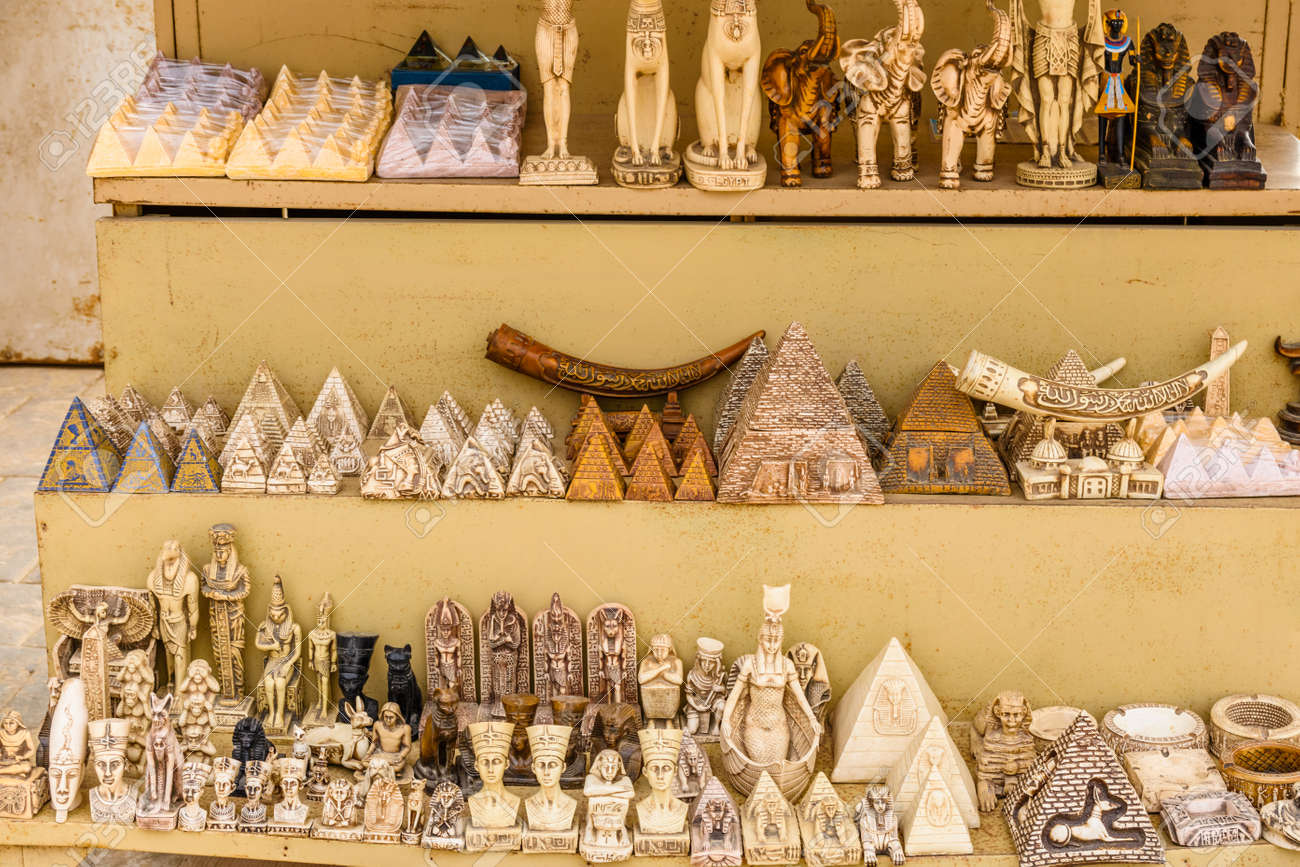 Suveniri - Page 8 114822923-different-egyptian-souvenirs-for-sale-in-street-shop