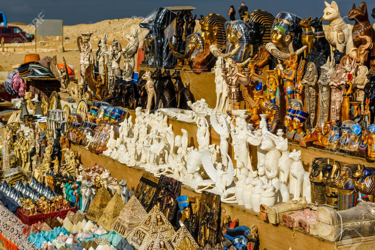 Suveniri - Page 8 117128496-different-egyptian-souvenirs-for-sale-in-street-shop
