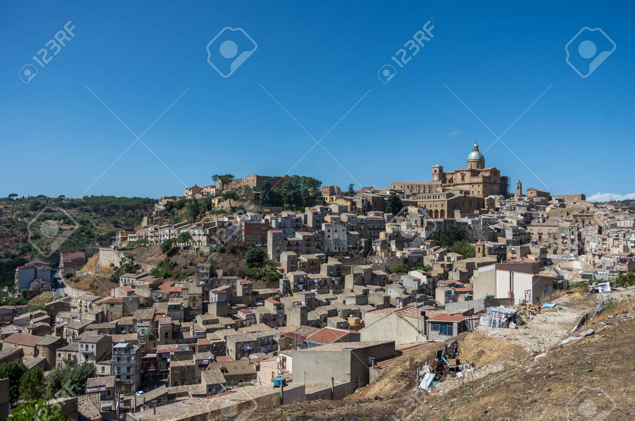 小さな町イタリア シチリア島の...