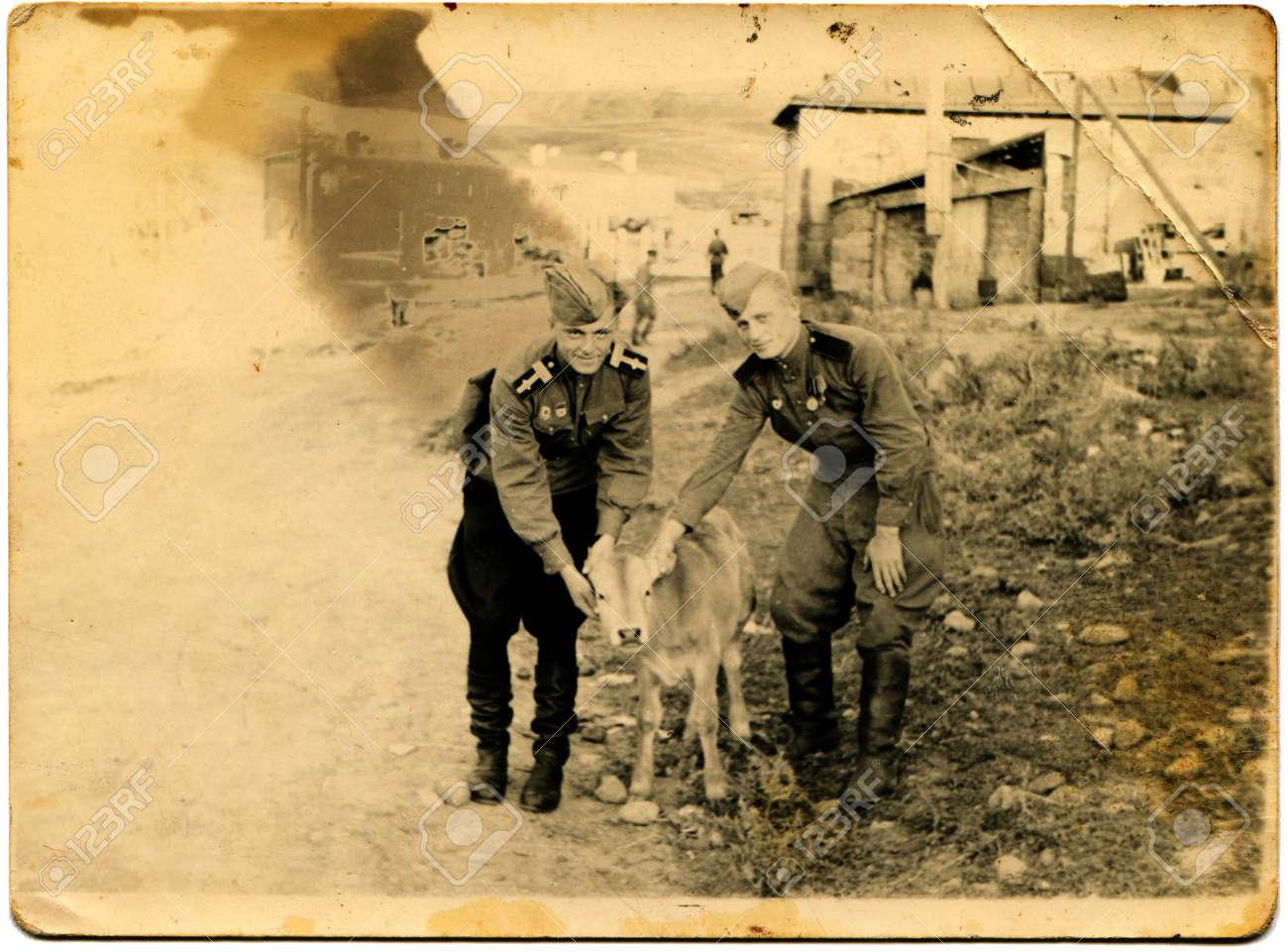 ソビエト連邦の軍曹とソ連軍の兵士を撫で 1949年年頃ふくらはぎ ...