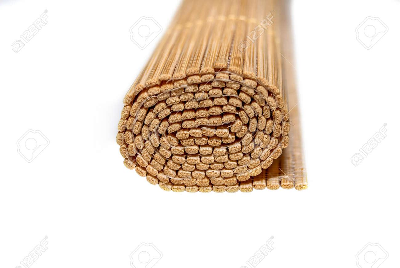 Gerollte Bambusmatten Auf Weissem Hintergrund Lizenzfreie Fotos