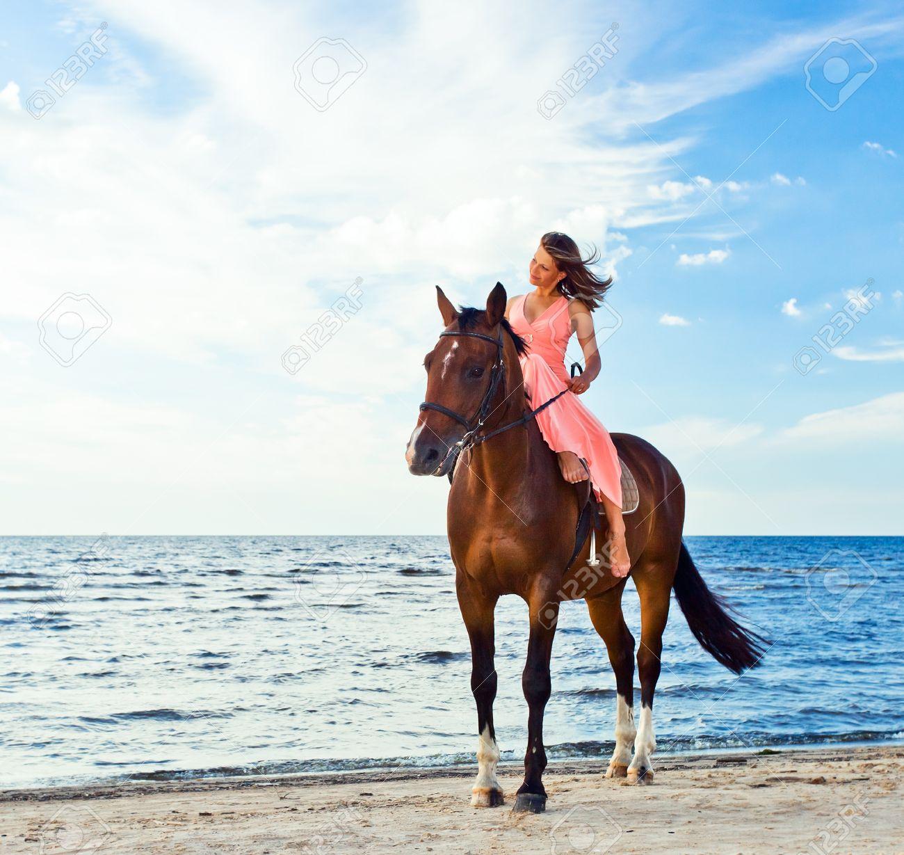Фото в платьях на лошадях 89