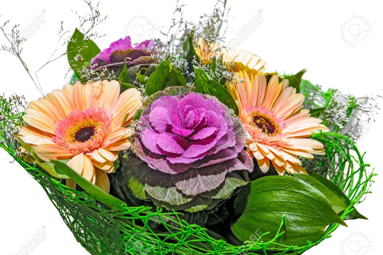 close-up vue de bouquet de fleurs fraîches avec une marguerite de