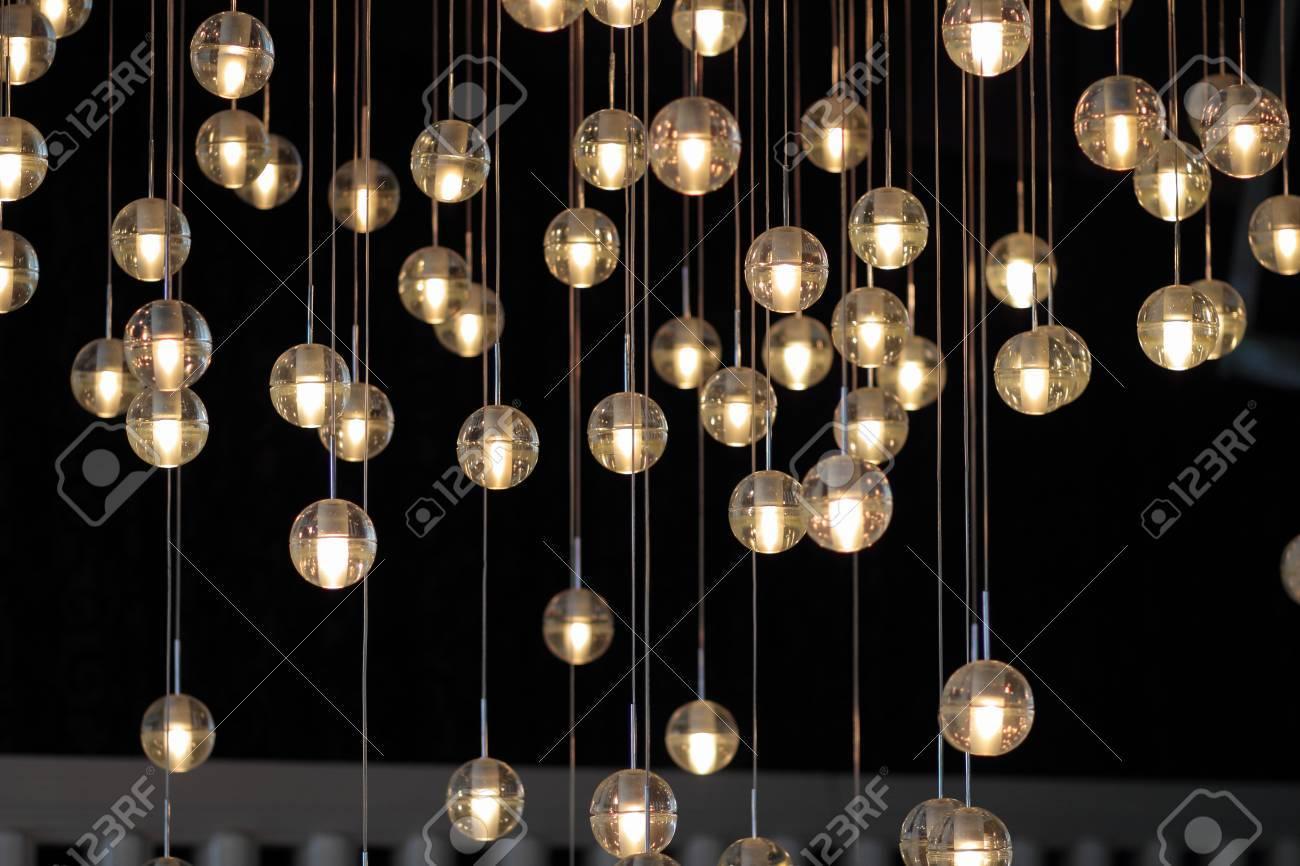 Hervorragend Lichtkugeln Auf Dem Kronleuchter Im Schein Der Lampe, Glühbirnen VL88