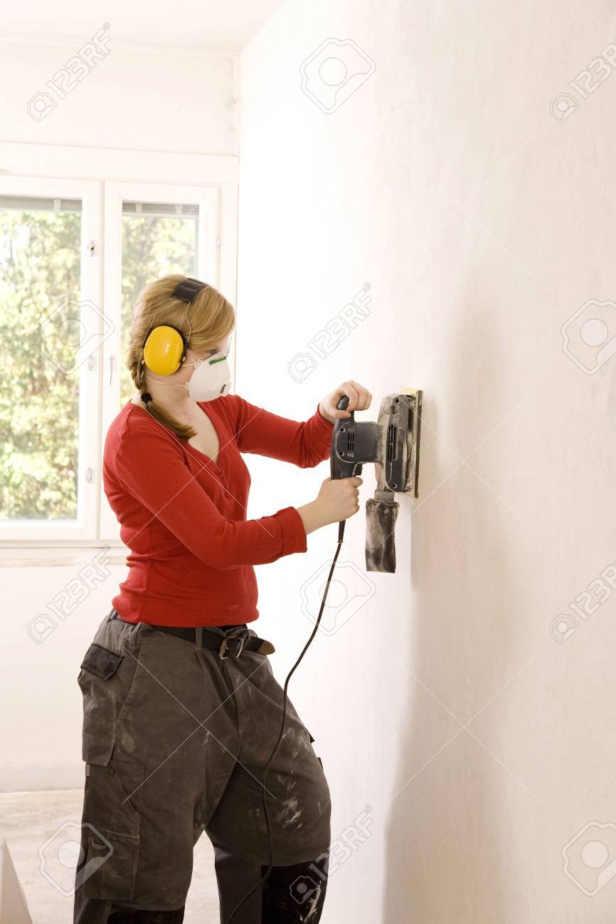 Woman steam-stripping the wallpaper Stock Photo - 3193541