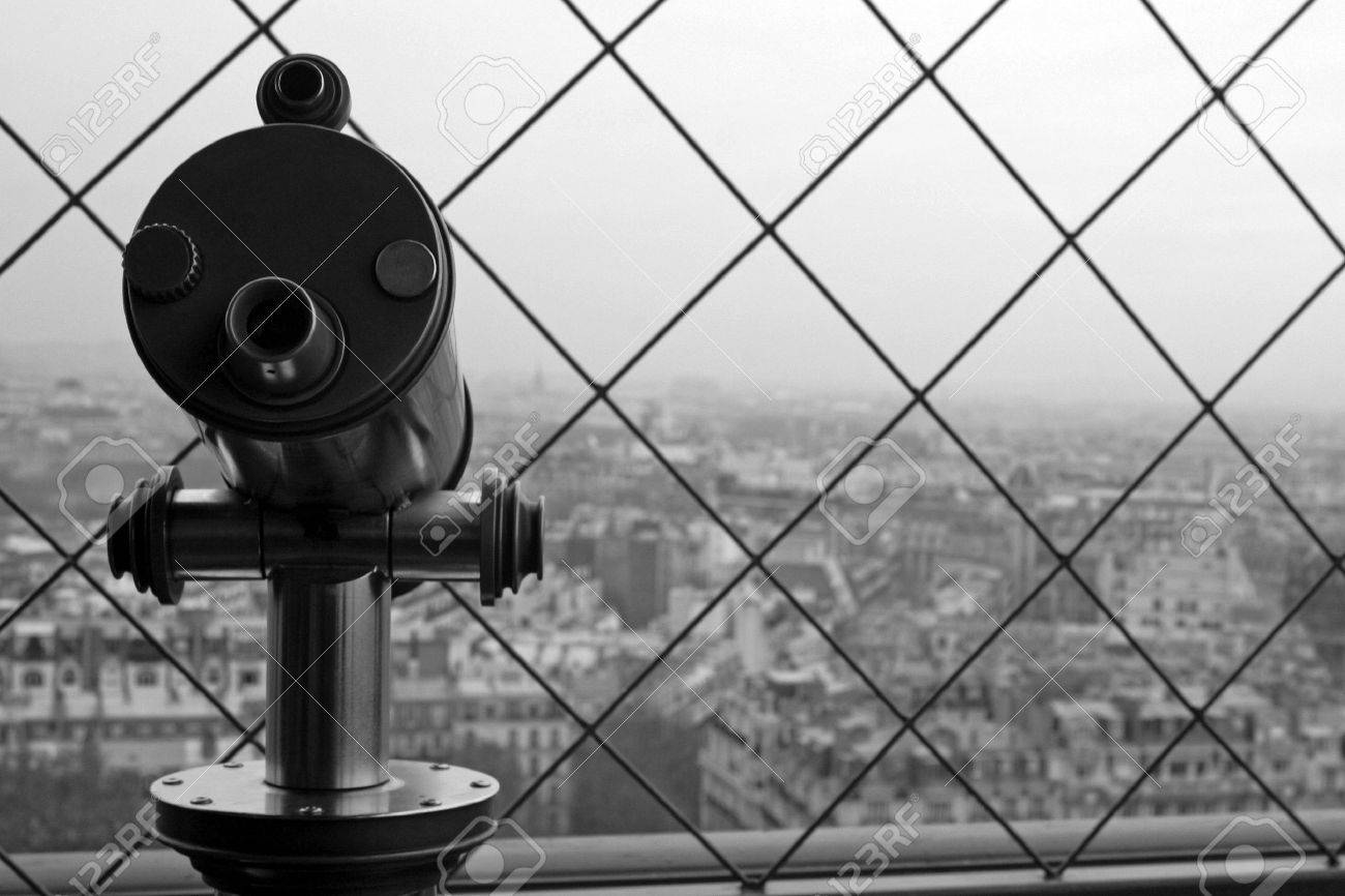 Telescope to view the cityscape of Paris. Stock Photo - 3190979
