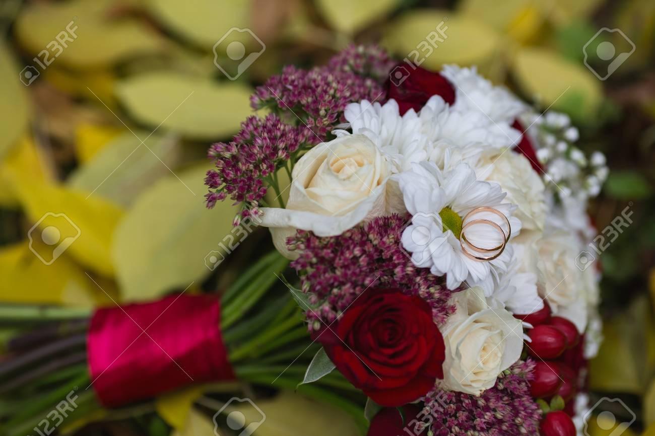 Hochzeit Blumen Hochzeit Ringe Auf Einer Hochzeit Bouquet Liegen