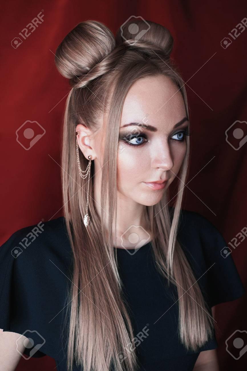 Weiblich blond blau grüne augen