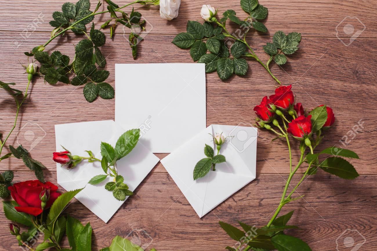 Abra Envelopes Quadro De Rosas Vermelhas E Brancas E Corações