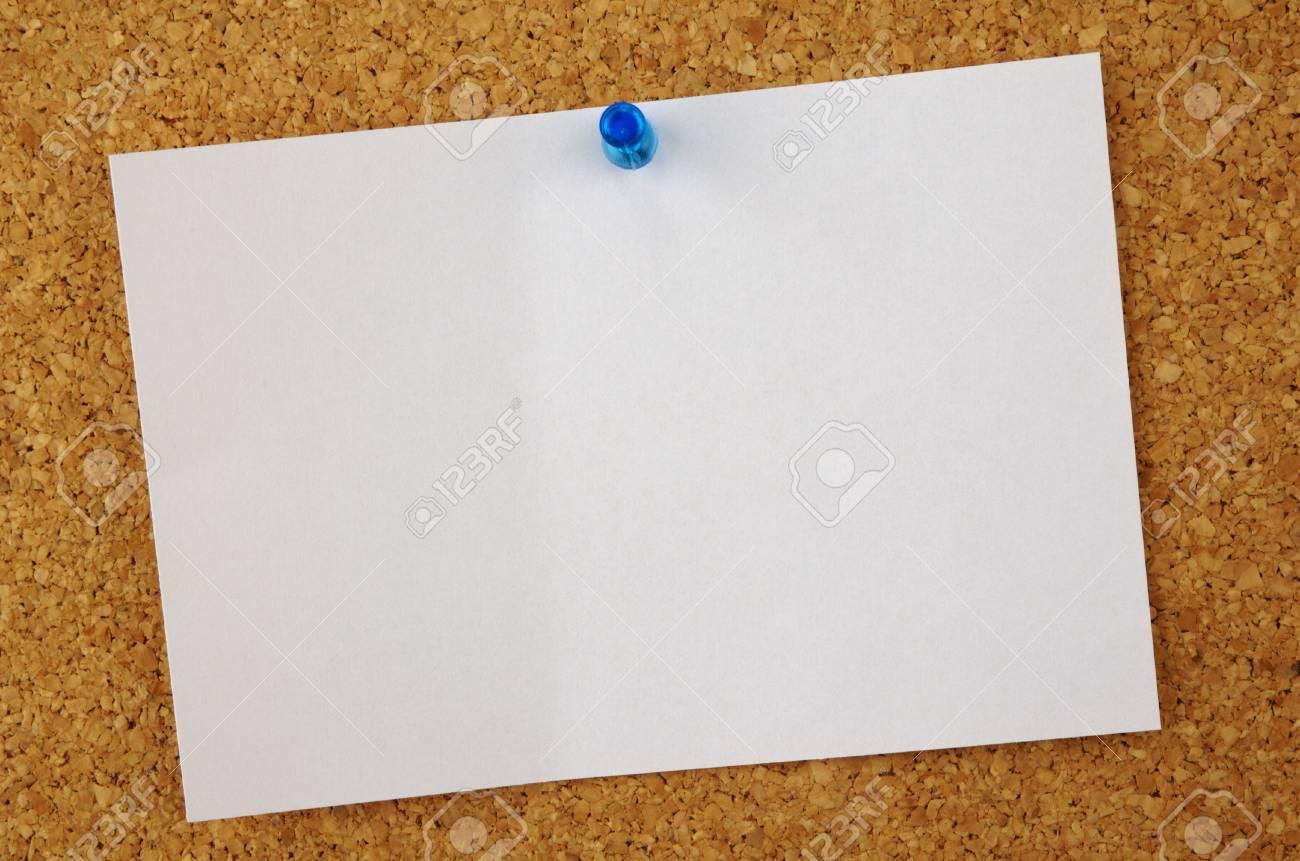 Una Nota En Blanco Sobre Un Tablón De Anuncios Fotos, Retratos ...