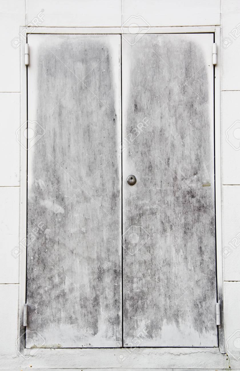 old steel door Stock Photo - 18422797