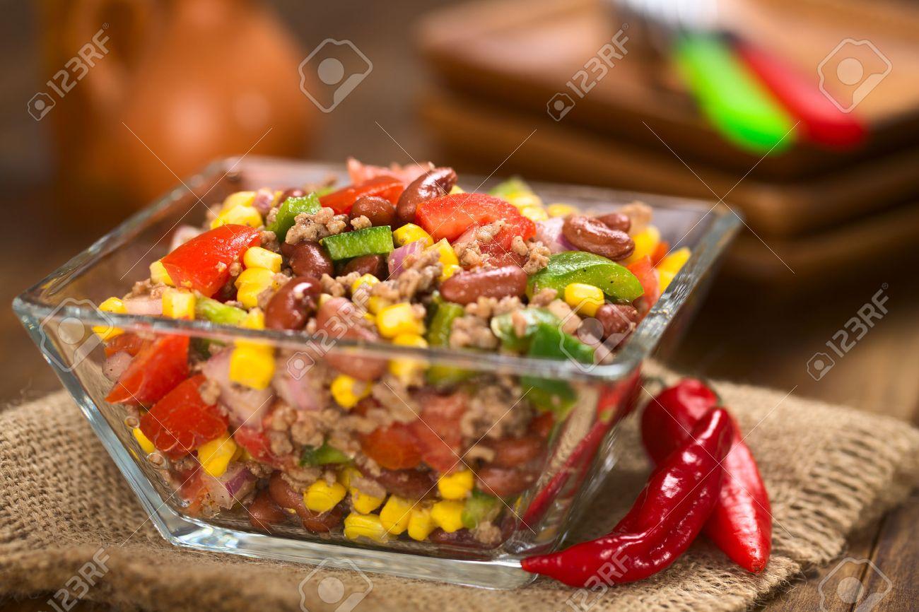 Chili Con Carne Salat Aus Hackfleisch Bohnen Grüne Paprika