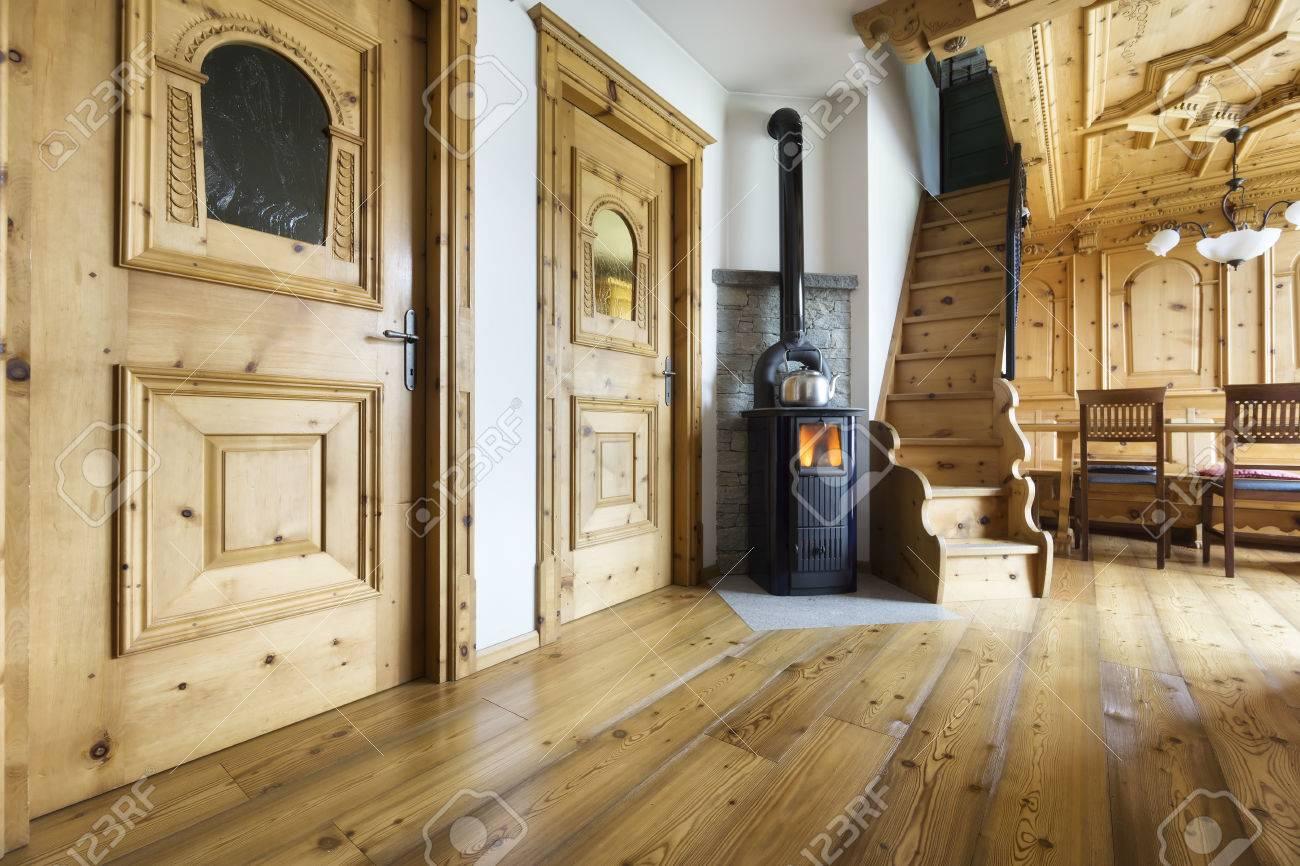 Berghutte Holz Interieur Lizenzfreie Fotos Bilder Und Stock Fotografie Image 65153084