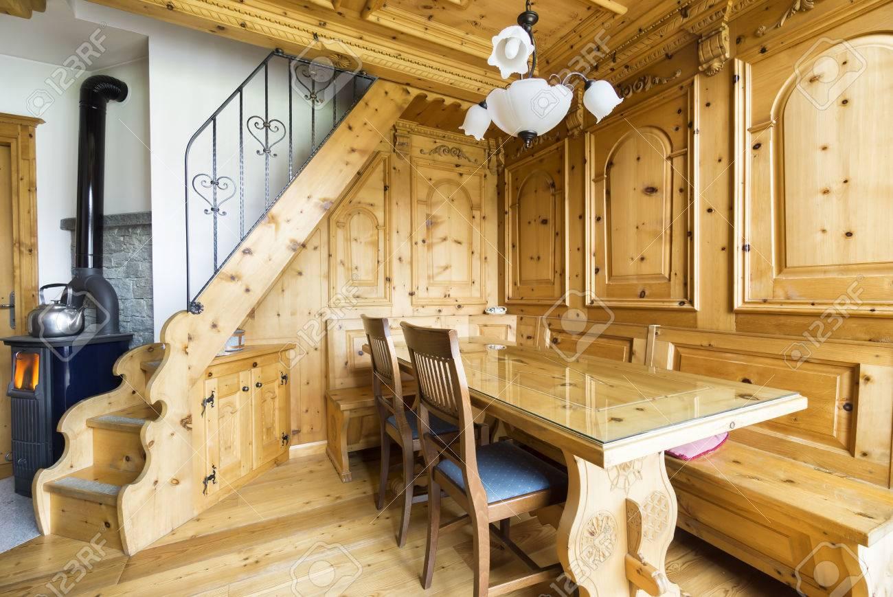 Berghütte Aus Holz Wohnzimmer Lizenzfreie Fotos Bilder Und Stock