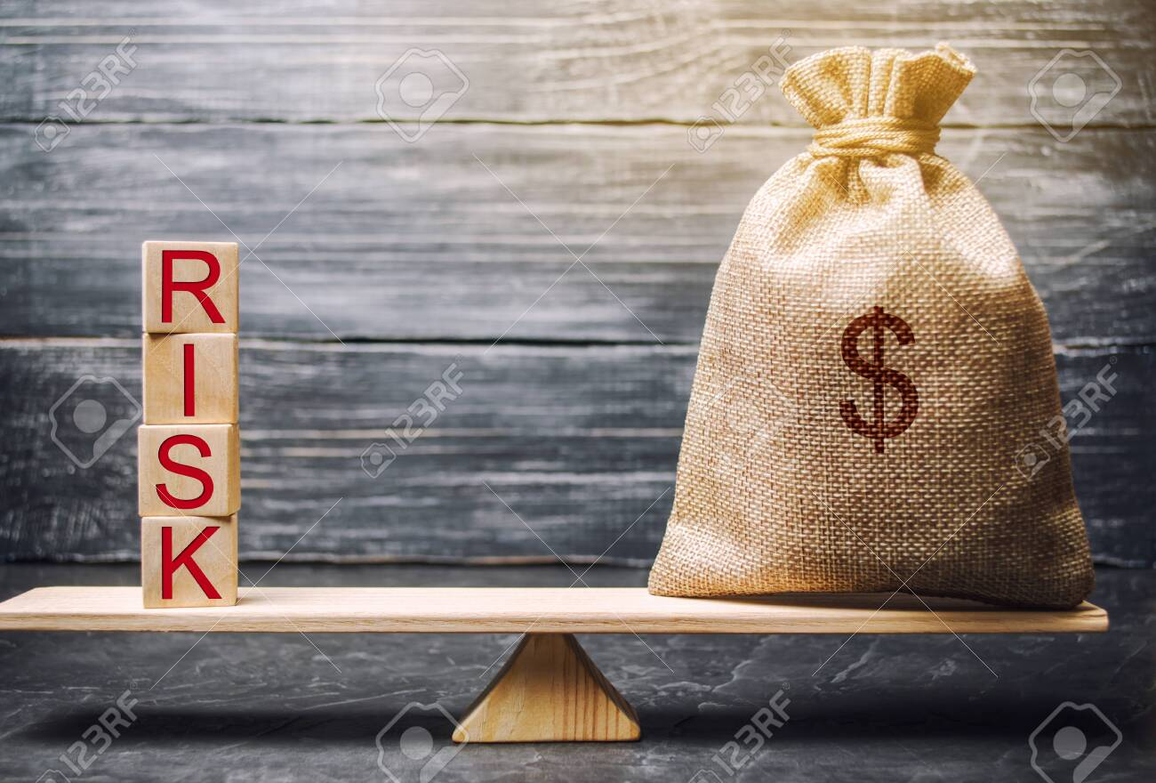 Money bag and wooden blocks with the word Risk. The concept of financial risk. Justified risks. Investing in a business project. Making the right decision. Property insurance. Legal and market risks - 118036352