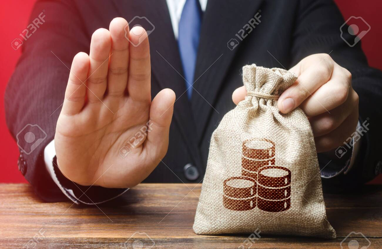 Businessman refuses to give money bag. Refusal to grant loan mortgage, bad credit history. Financial difficulties. Refuses cooperate. Economic sanctions, confiscation funds. Asset freeze seizure - 137598761