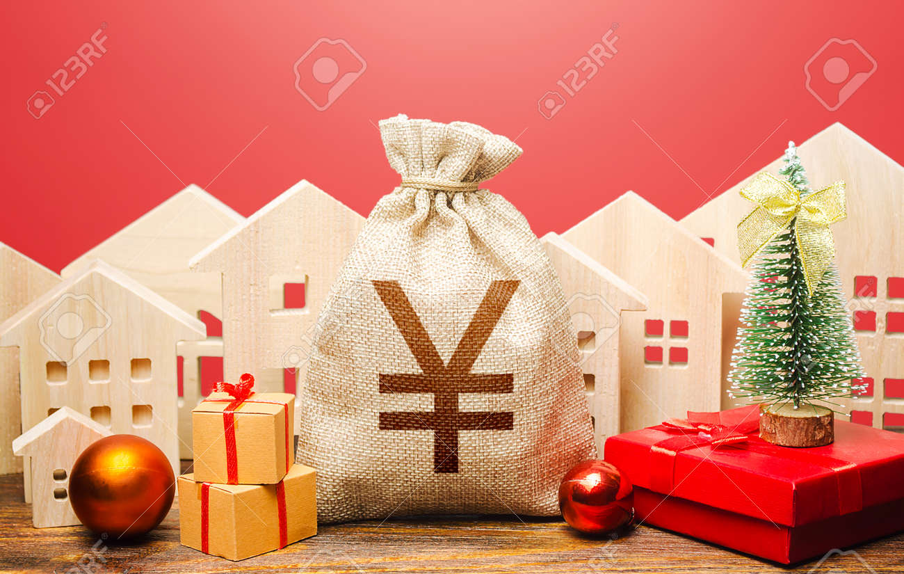 Yuan Yen money bag and houses in a New Year's setting. Increase in investment attractiveness, prosperity. Promotions, offers. New Year or Xmas winter holiday. Mortgage loans. Bank deposit, credit. - 158573107